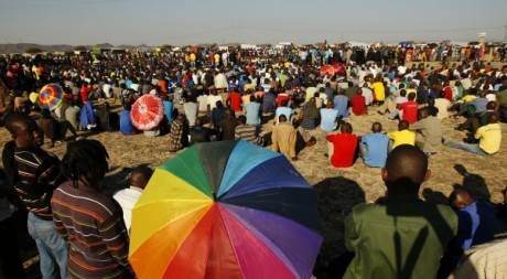 Mineurs en grève rassemblés à Rustenburg, 21 août 2012, REUTERS/Siphiwe Sibeko